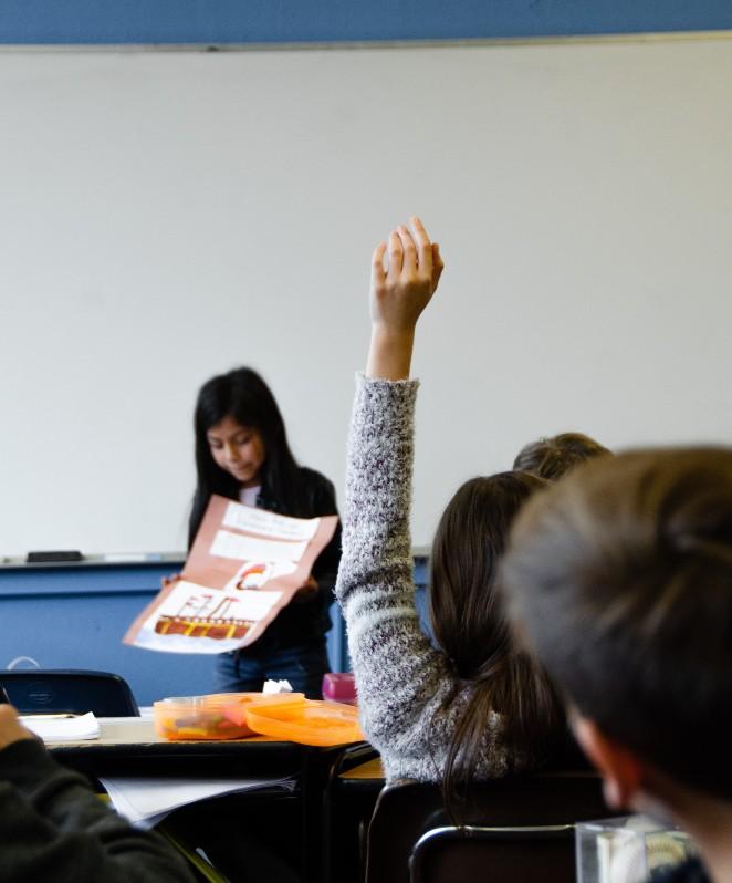 Πώς βοηθούμε ένα παιδί να προσαρμοστεί σε νέο σχολικό περιβάλλον